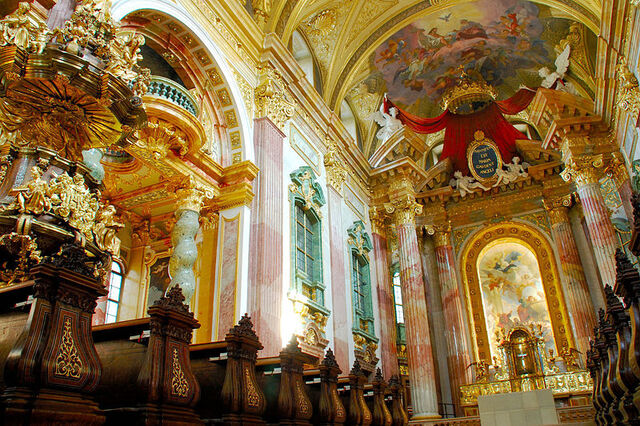 File:Jesuit Church, Vienna interior.jpg