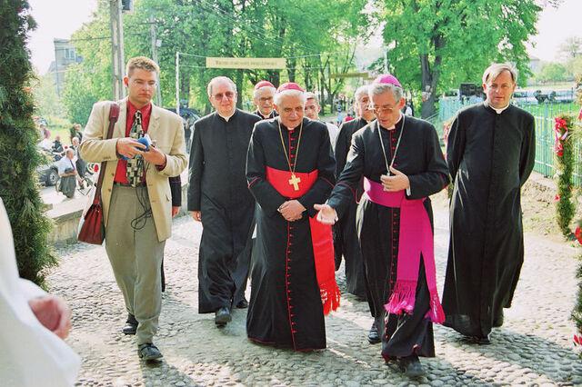 File:Ratzinger Szczepanow 2003 1.jpg