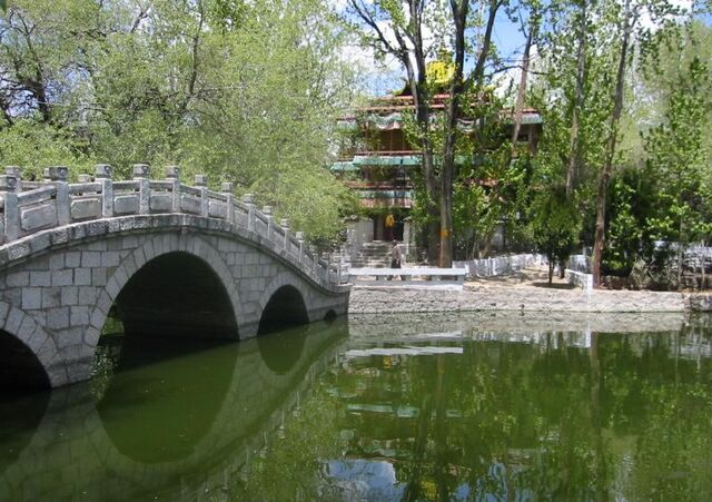 File:The quiet and peaceful park, pond, and chapel behind the Potala.jpg
