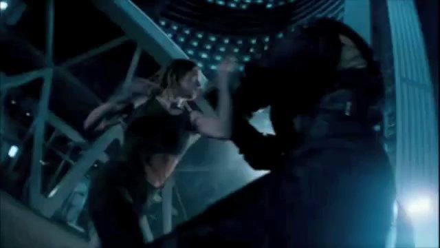 File:Resident-evil-apocalypse-alice-vs-nemesis---aqauqqknnxkoekaiq.jpg