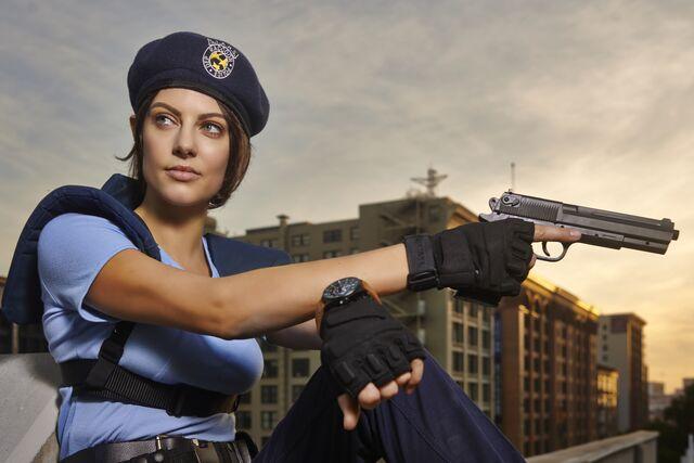 File:Julia Voth as Jill Valentine 2.jpg