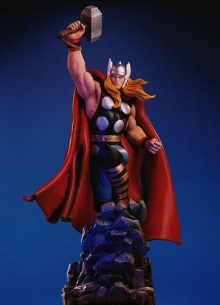 Thor Statue orig