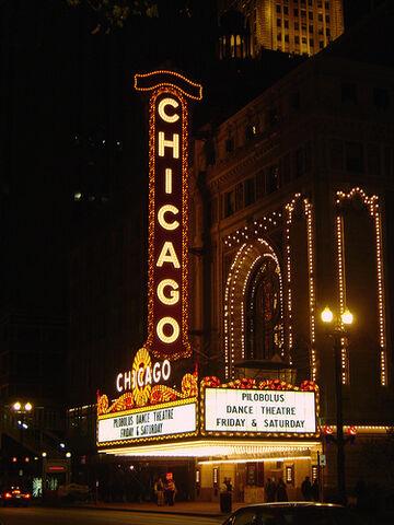 File:Chicago Theatre at Night.jpg