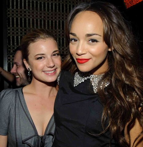 File:Emily VanCamp With Ashley Madekwe.jpg