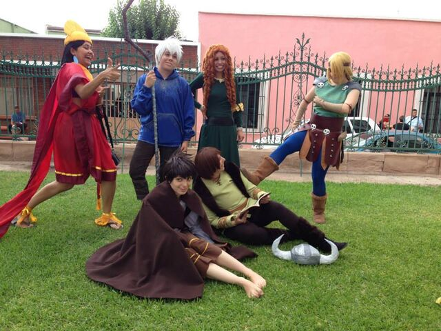 File:Dreamworks and disney cosplay by dolphin chan.jpg
