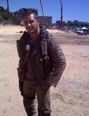 File:Mad-Max-Wiki Tom-Hardy FuryRoad 01.png