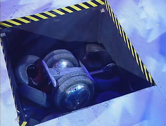 File:Stinger in pit.JPG