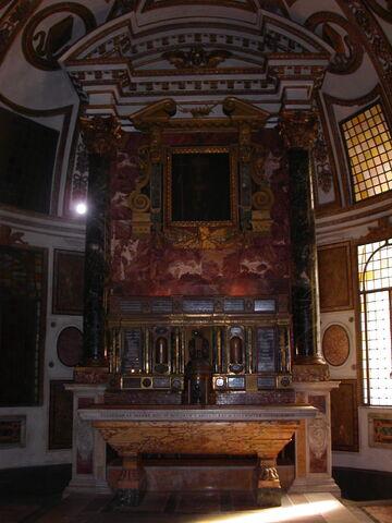 File:Sant'Agapito, altar.jpg