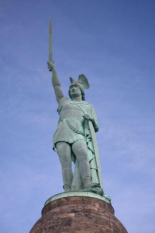 Datei:Hermannsdenkmal statue.jpg