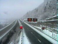 Début du viaduc de Nantua après avoir neigé.jpg