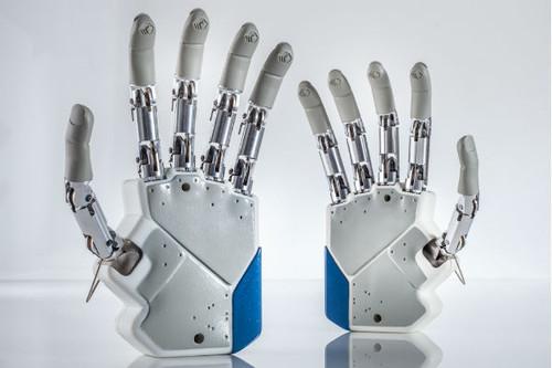 File:Future-gadgets-tech-news-sensational-breakthrough-the-first-bionic-hand-that-can-feel-futuristic-5.jpg