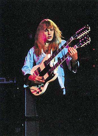File:Gibson EDS-1275 Doubleneck, White.jpg