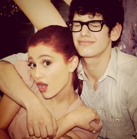 File:Ariana and Matt Bennett - August 16, 2011.jpg