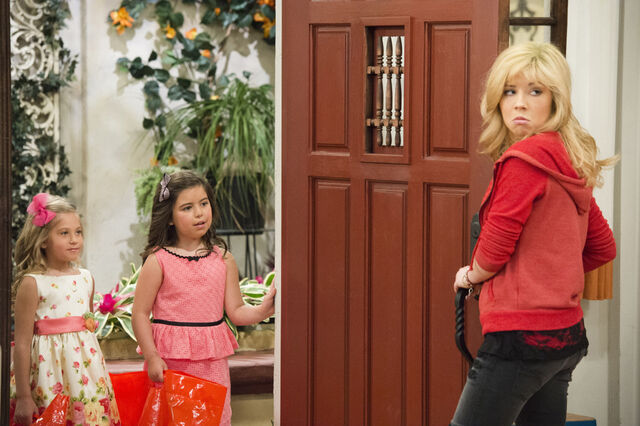 File:Sam opening the door for Gwen and Ruby.jpg