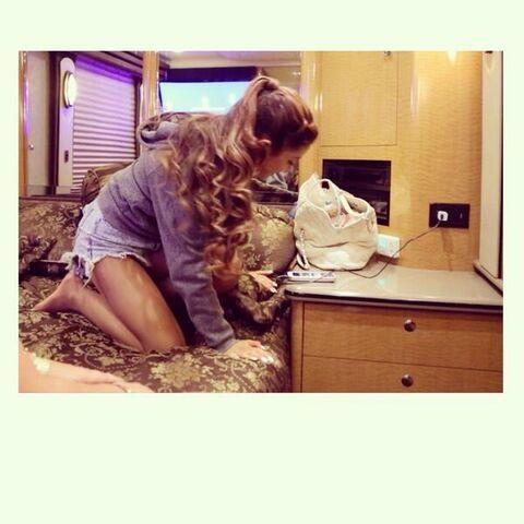 File:Ariana Grande on the bus.jpg