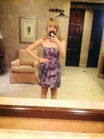 File:Jennette wearing a purple dress Mar 3, 2013.jpg