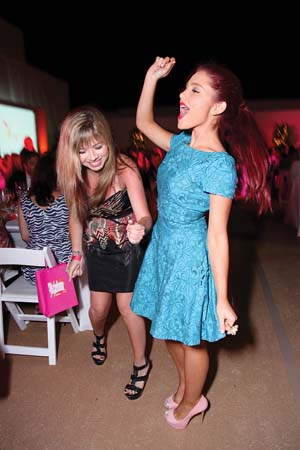 File:Ariana and Jennette dancing.jpg