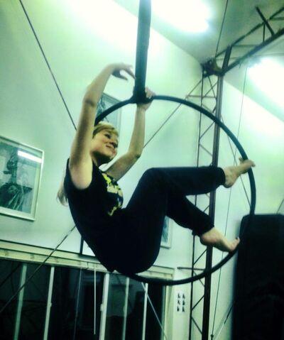 File:Jennette dangling from the ceiling Feb 5, 2013.jpg