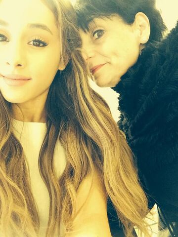 File:Ariana and her mom.jpg