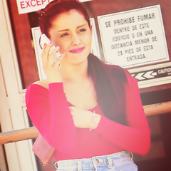 File:Ariana with a phone.png
