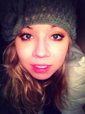 File:Jennette wearing a hat Jan 20, 2013.jpg