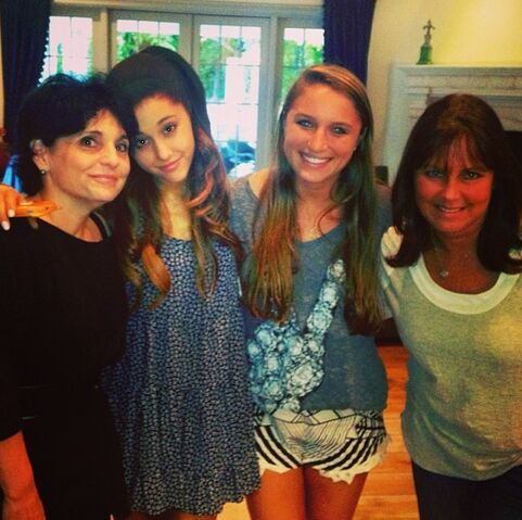 File:Ariana with Allie, Joan, and Lynn on Mother's Day 2013.jpg