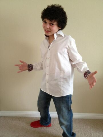 File:Cameron's outfit for the 2013 pre-KCA party.jpg