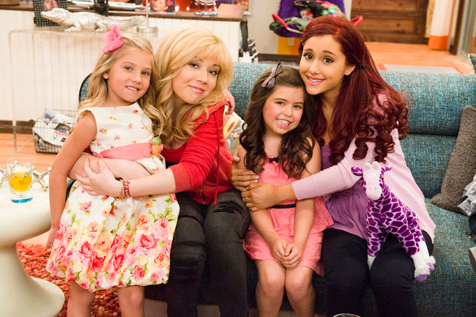 File:Jennette, Ariana, Sophia, and Rosie.png