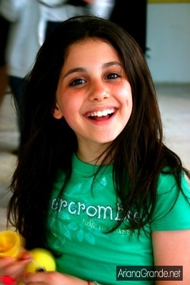 File:Ariana wearing a green shirt.jpg
