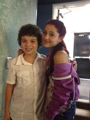File:Cameron and Ariana on set.jpg