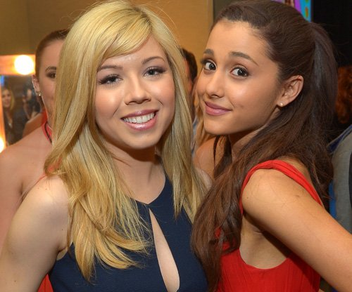 File:Ariana Grande and Jennette McCurdy at the Kids Choice Awards.jpg