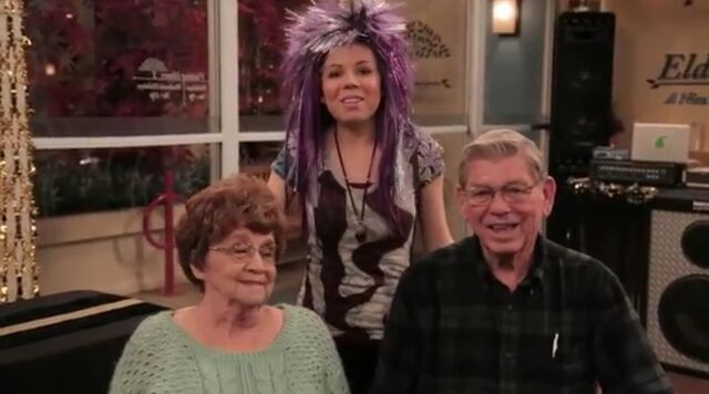 File:Jennette with her grandparents.jpg