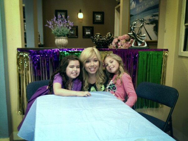 File:Jennette with Sophia Grace and Rosie.jpg