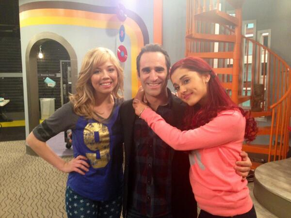 File:Ben Giroux with Jennette and Ariana on set for FavoriteShow.jpg