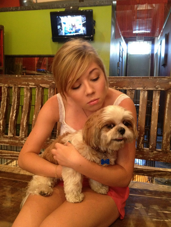 File:Jennette at a dog adoption center with the dog Buttercup.jpg