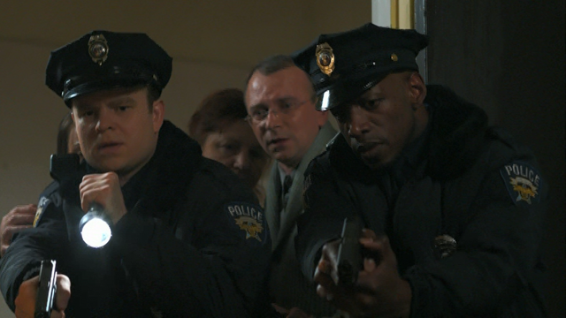 File:1x01 Cops find the boy hidden under the bed.png