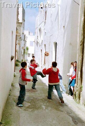 File:Italian boys playing.jpg
