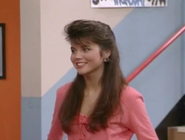 File:S2 E1 - The Prom -21 kelly.png