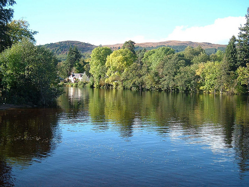 File:River Oich at Loch Ness - Fort Augustus - Scotland.jpg
