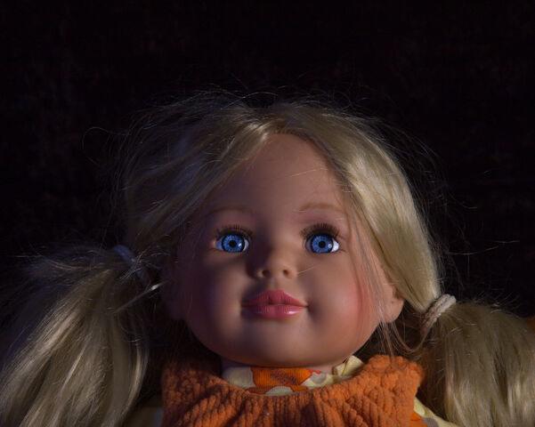 Datei:Blonde Puppe.jpg