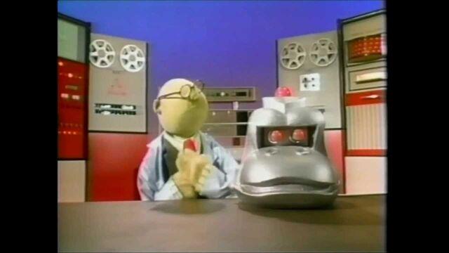 File:Dr bunsen honeydew and a gorilla detector.jpg