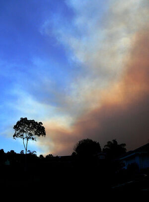 443px-Smoke advancing on Blue Sky in SoCal 2007