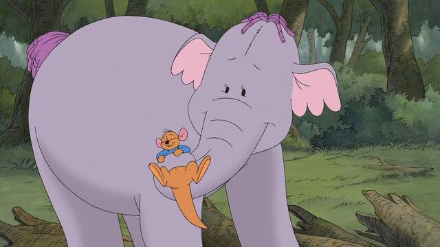 File:Winnie-the-pooh-e-gli-efelanti-31.jpg