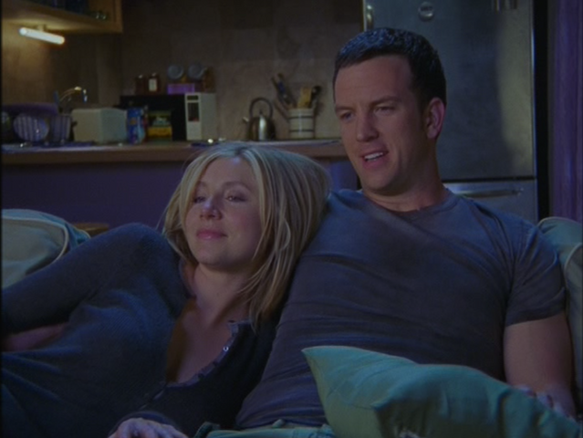 File:4x24 Elliot Jake on couch.png