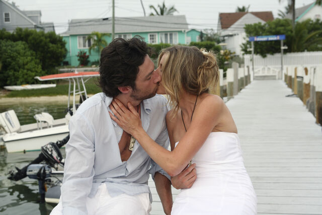 File:8x15 JD and Elliot kiss.jpg