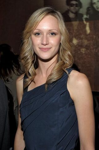 File:Kerry Bishé.jpg