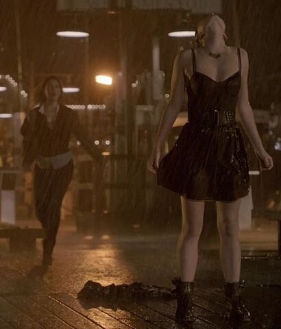 File:Faye And Diana In The Storm.jpg