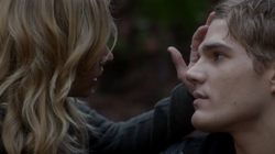 Chris Zylka as Jake Armstrong and Britt Robertson as Cassie Blake on The Secret Circle S01E17 Sacrifice 7