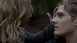 Chris Zylka as Jake Armstrong and Britt Robertson as Cassie Blake on The Secret Circle S01E17 Sacrifice 7