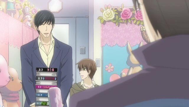 File:Hasegawa brings Ritsu books ep11.jpg